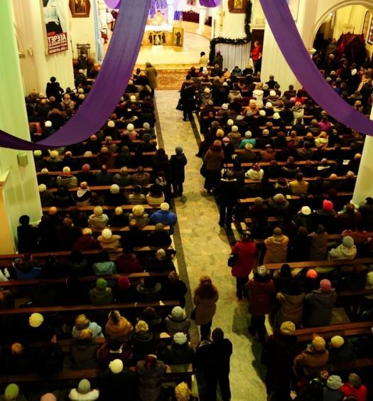 Kiedy stać podczas mszy?